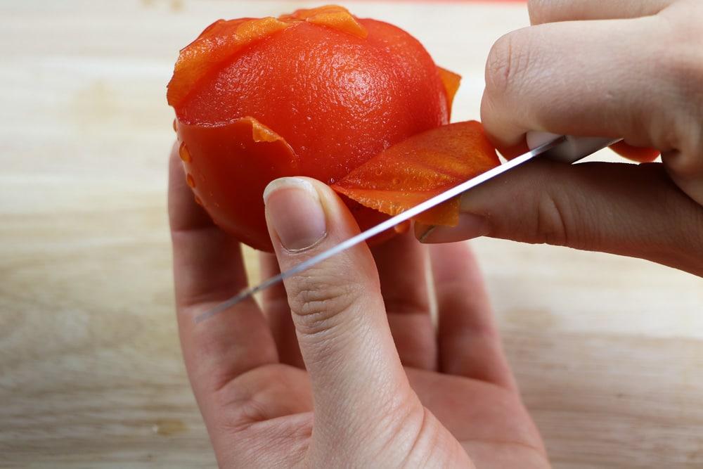 Tomate blanchieren und häuten