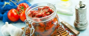 Getrocknete Tomaten in Öl einlegen