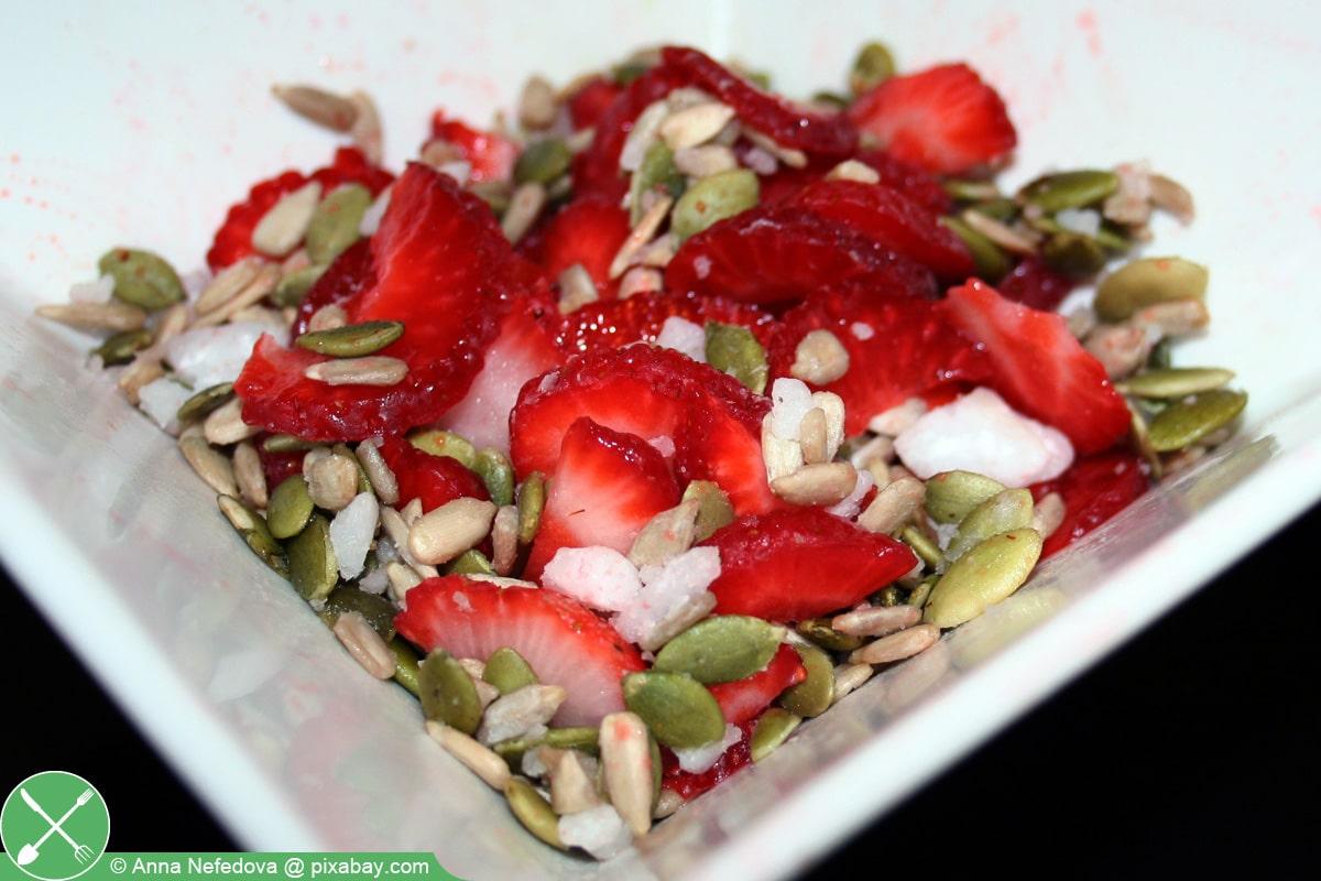 Kürbiskerne im Salat